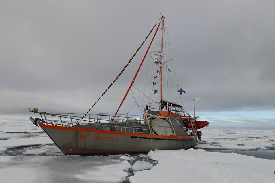 arktika, gilles elkaim, chiens de traîneau, océan arctique, france, explorateur polaire, voilier polaire, dérive de l'océan arctique, banquise, climat, arktika 2.0
