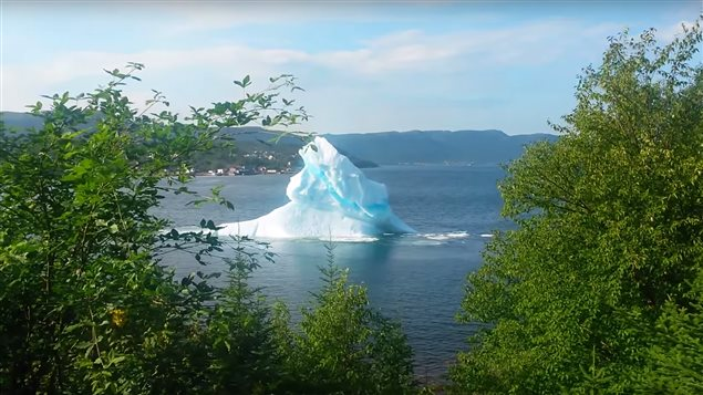 iceberg, breaking iceberg, King's Point, Terre-Neuve, Labrador, Jason Griffiths:YouTube, voyage of iceberg, greenland iceberg newfounland