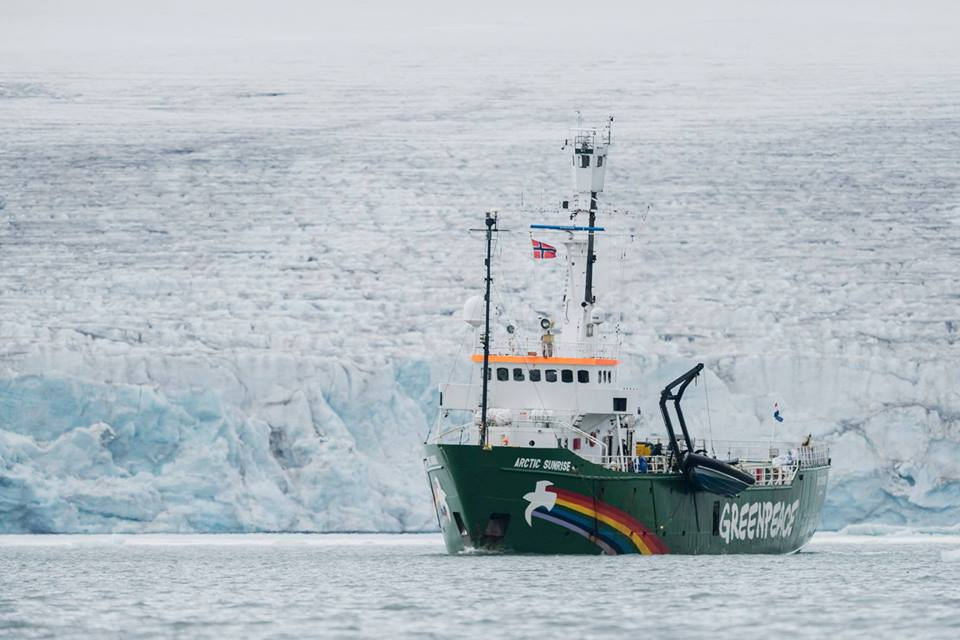 Greenpeace Arctic Sunrise, Save the Arctic, Sauvons l'Arctique, Arctic Ocean, Plastic, Polar Bears, Iceberg, melting sea ice, Nature conservation, Arctic05