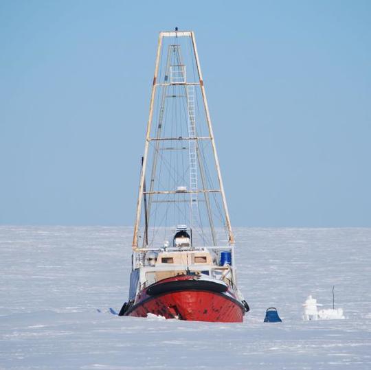 Manguier, voile en Arctique, artistes, glaces du Groenland, Art, Arctic05, la nature et l'Art, créations artistiques, banquise