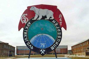 Visitez une ville fantôme en Arctique!