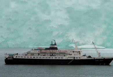 Théâtre Royal de Namur, Arctique, Spectacle, Belgique, Groenland, Anne-Cécile Vandalem, Namur, Arctic05, paquebot, navire, iceberg, thriller politique